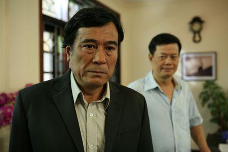 Lua chon cuoi cung - Tap 1: Khac Duc (Chi Nhan) suyt bi cong an bat vi nhan hoi lo - Anh 1