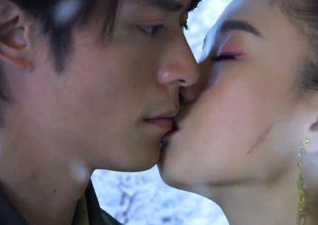 11 nguoi dep tung duoc Hoac Kien Hoa hon say dam trong phim - Anh 10