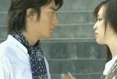 11 nguoi dep tung duoc Hoac Kien Hoa hon say dam trong phim - Anh 2
