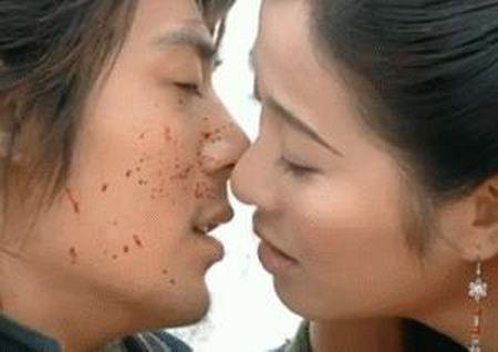 11 nguoi dep tung duoc Hoac Kien Hoa hon say dam trong phim - Anh 4