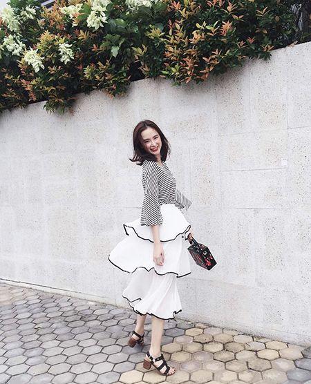 Sao style 8/7: Phuong Trinh nhu cong chua nho, Minh Hang mac do boi ra pho - Anh 6