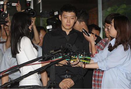 DNA tren do lot cua nguoi to cao chinh la cua Park Yoo Chun - Anh 2