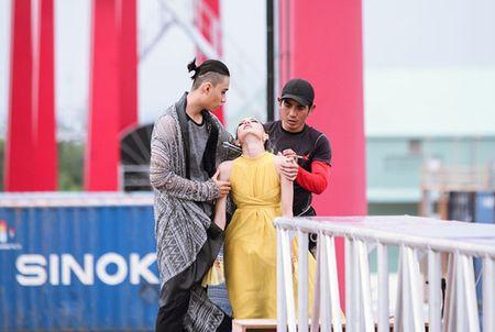 Hot girl Next Top 1m54 khoc ngat khi catwalk tren khong - Anh 3