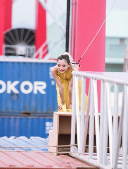 Hot girl Next Top 1m54 khoc ngat khi catwalk tren khong - Anh 5