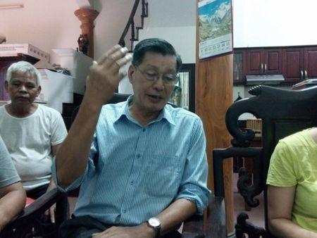 Chuyen la o Thinh Liet HN: Dan-chinh quyen 'gianh' nhau mot san bong - Anh 1