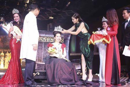 Thi hoa hau - Tam the VIP cho nguoi dep it tai? - Anh 1