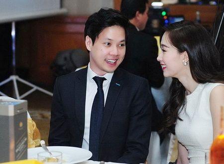 "HH Thu Thao va nguoi yeu dai gia ""tam dau y hop"" khi cung co hanh dong nay! - Anh 3"
