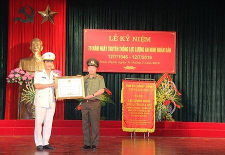 Cong an Nam Dinh ky niem 70 nam Ngay truyen thong luc luong an ninh - Anh 1