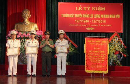 Cong an Nam Dinh ky niem 70 nam Ngay truyen thong luc luong an ninh - Anh 2