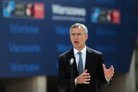 The gioi soc voi tuyen bo cua Nga khi NATO to chuc Hoi nghi tai Ba Lan - Anh 1