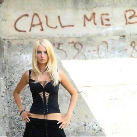 Bat ngo voi anh qua khu cua bup be song Valeria Lukyanova - Anh 2