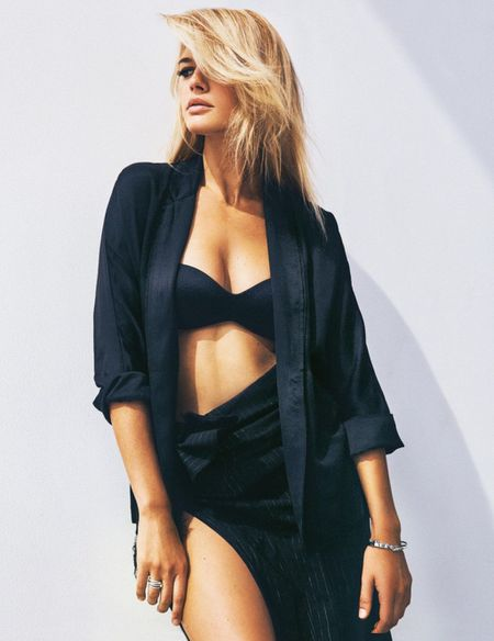 Kelly Rohrbach khoe than hinh nong bong voi vong 1 cang tron - Anh 3