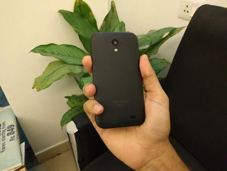 Cuoi cung thi smartphone 4 USD chinh thuc ra mat - Anh 2
