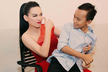 Phi Nhung lam viec suot dem, con nuoi phai den tham - Anh 5