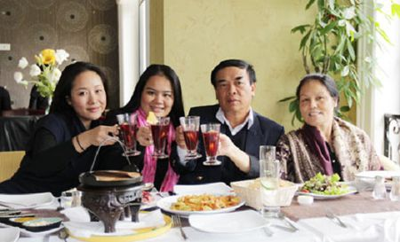 Chuyen it biet ve gia dinh danh gia cua Hoa hau Ngo Phuong Lan - Anh 1