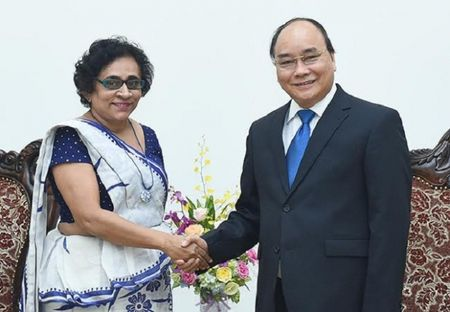 Thu tuong Nguyen Xuan Phuc tiep Dai su Han Quoc va Sri Lanka - Anh 3