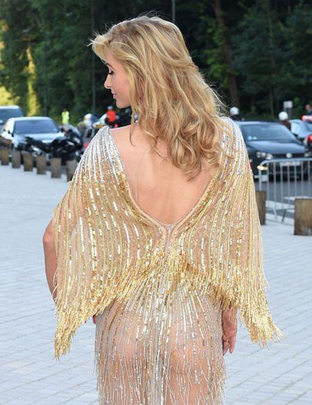 Paris Hilton pho vong ba trong vay mong - Anh 3
