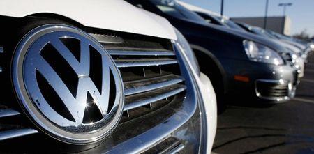 Volkswagen thoat an phat tai Duc, nguoi tieu dung phan no - Anh 1