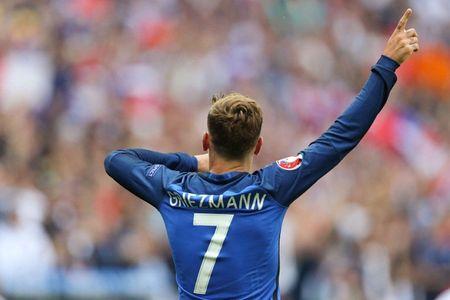 Thierry Henry goi Antoine Griezmann la 'Cristiano Ronaldo cua nuoc Phap' - Anh 1