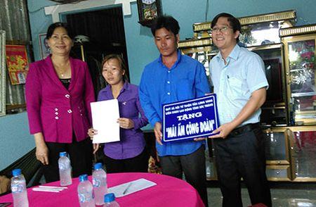 LDLD tinh Soc Trang: Ho tro CNVCLD 61 'Mai am cong doan' - Anh 1
