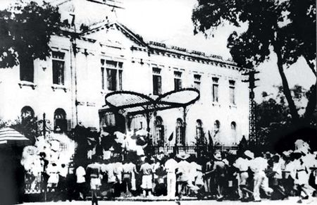 Co van Uy ban khoi nghia trong cach mang mua thu 1945, Tran Dinh Long: Nguoi muon nam cu bay gio o dau? - Anh 2