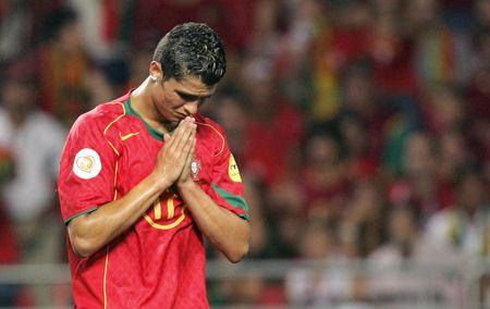 Vi sao Messi se khong bao gio bang Ronaldo - Anh 1