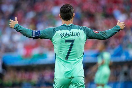 Vi sao Messi se khong bao gio bang Ronaldo - Anh 2