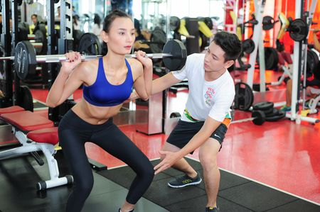 Le Thuy cung chong luyen tap suc khoe - Anh 2