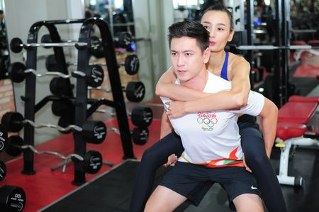Le Thuy cung chong luyen tap suc khoe - Anh 4