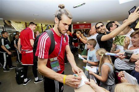 Gareth Bale va dong doi rang ro ngay ve nuoc - Anh 12