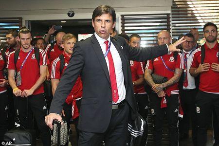 Gareth Bale va dong doi rang ro ngay ve nuoc - Anh 3