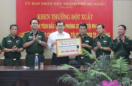 Bo doi bien phong lien tiep lap cong, Chu tich Da Nang thuong 'nong' - Anh 1