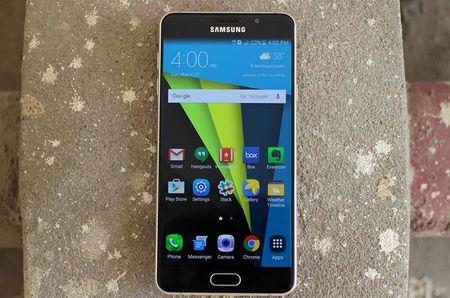 Samsung Galaxy A7 2016 dep nhung chua bang Lenovo Vibe X3? - Anh 4
