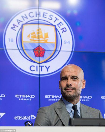Buoi hop bao dau tien cua Guardiola tai Man City: 'Toi o day, de chung minh ban than minh' - Anh 2