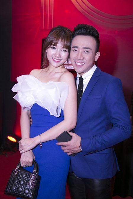 QUAI LA: Di My, Hari Won chi mang 300 USD va 3 bo quan ao vi Tran Thanh noi... - Anh 3