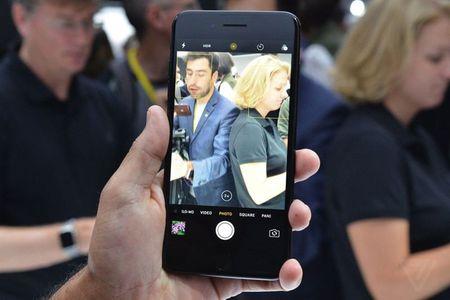HOT: Tren tay iPhone 7 Plus dau tien, gia 17,1 trieu dong - Anh 1