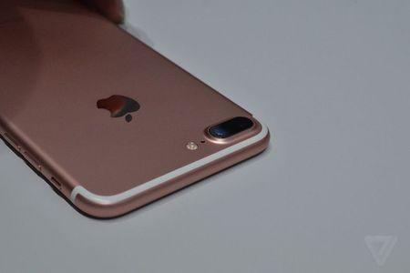 HOT: Tren tay iPhone 7 Plus dau tien, gia 17,1 trieu dong - Anh 4