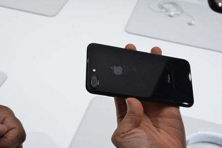 HOT: Tren tay iPhone 7 Plus dau tien, gia 17,1 trieu dong - Anh 7