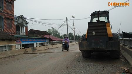 """Chum anh can canh """"cau be tong cot xop"""" o Ha Noi - Anh 13"""