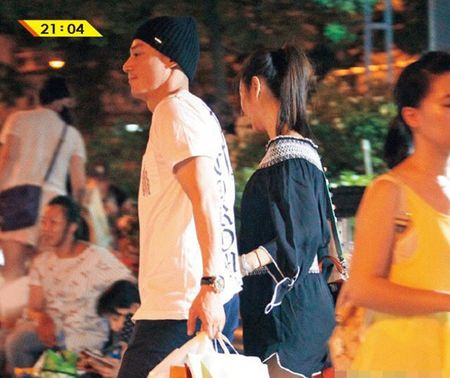 Lam Tam Nhu om bung bau di su kien - Anh 5