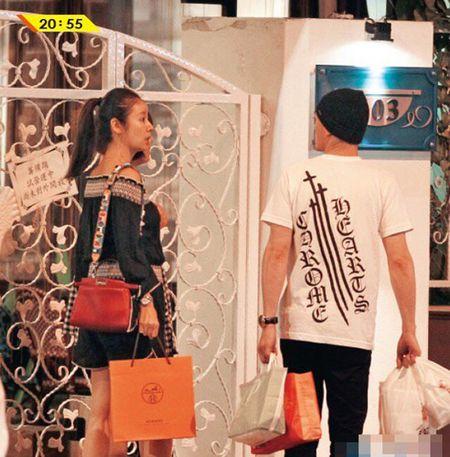 Lam Tam Nhu om bung bau di su kien - Anh 6