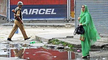Phuong thuoc chinh tri cho bao luc o Kashmir - Anh 1