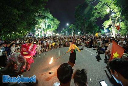 Khong gian di bo khu vuc ho Hoan Kiem va phu can: Se co nhung dieu chinh phu hop - Anh 1