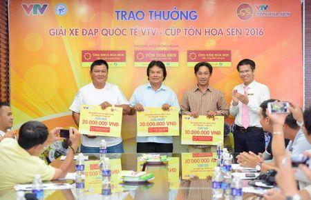 Trao thuong them tai 'Giai xe dap Quoc te VTV – Ton Hoa Sen 2016' - Anh 1
