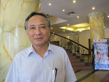 Nha bao Duong Phuoc Thu- Pho Chu tich Thuong truc Hoi Nha bao Thua Thien Hue: Tranh tinh trang nguoi lam bao 'lo mo' ve Luat bao chi - Anh 1