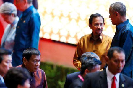 Tong thong Philippines gap ong Obama sau khi xuc pham bang ngon tu tuc tiu - Anh 1