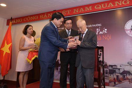 "Ong Tay ""moc cong"" nhan giai thuong Vi tinh yeu Ha Noi - Anh 1"