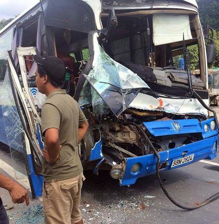 Tai xe xe khach mat phanh: Tuong nhu toi da bay khoi ghe lai - Anh 2