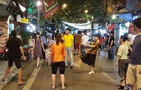 Da cau giua pho di bo la hanh dong khong dep - Anh 1