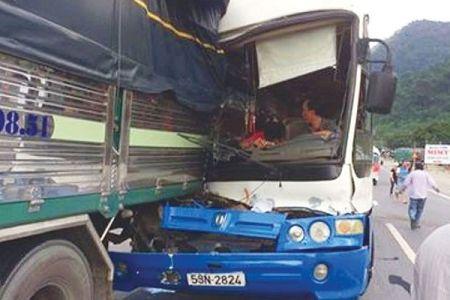 Bieu duong lai xe 'diu' xe khach mat phanh xuong deo Bao Loc - Anh 1